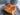 Nystekte vafler med plommesyltetøy og brunost